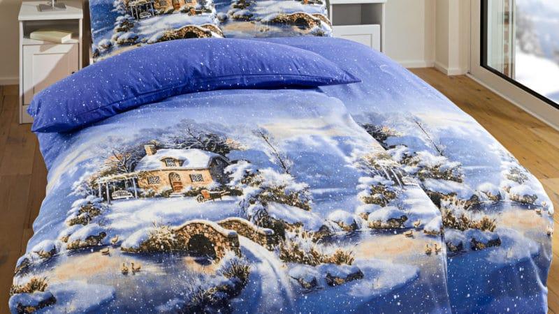 Biber Bettwäsche Wintertraum - Verschneite Winterlandschaft in Blautönen