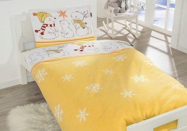Gelbe Feinbiber Kinderbettwäsche mit Schneeflocken